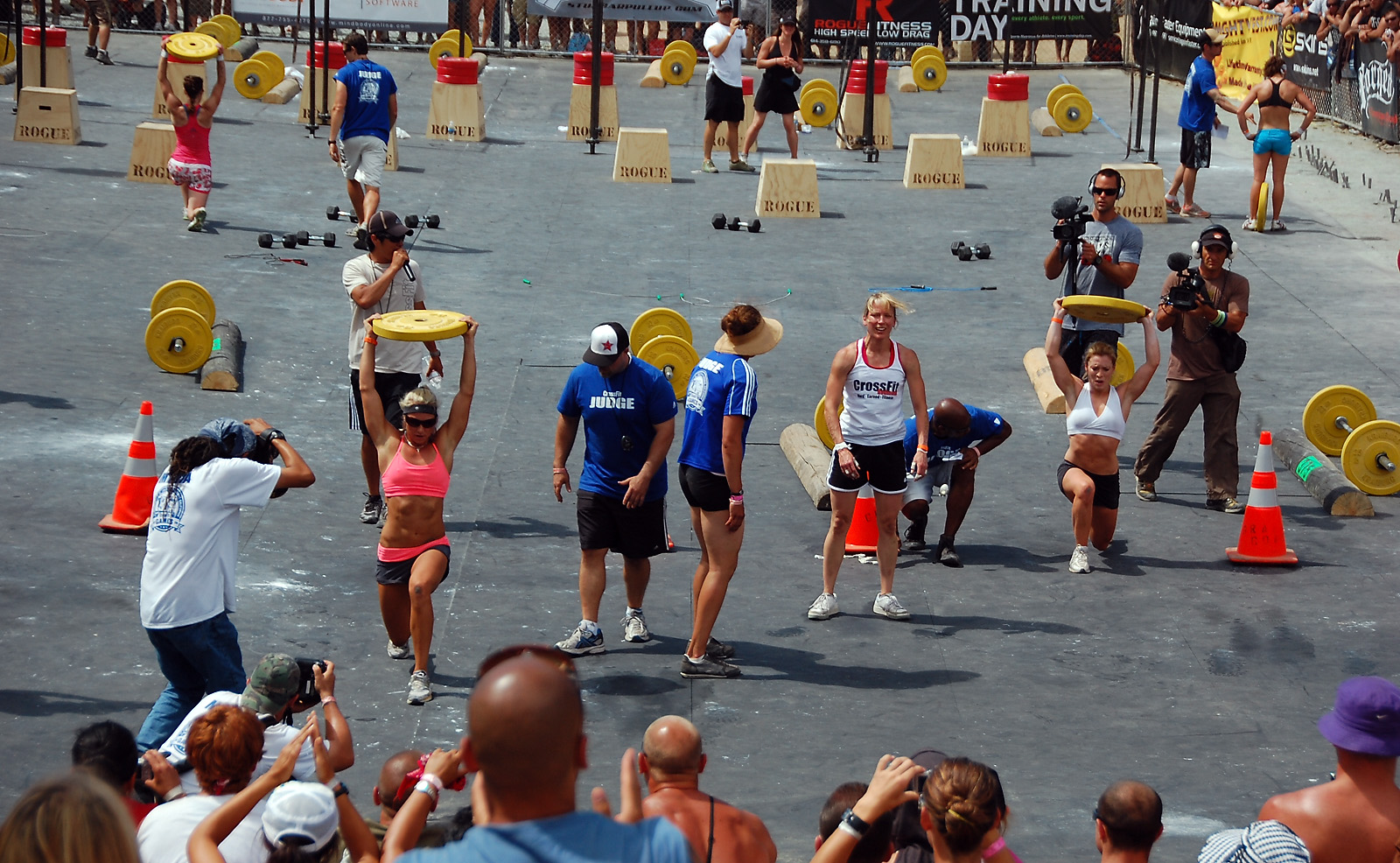 http://games2009.crossfit.com/Games09WomensFinalEvent.jpg
