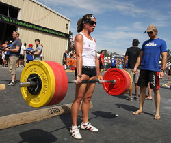 Games09JolieDeadlift285.jpg